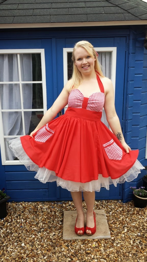 http://madewithhugsandkisses.com/free-sewing-pattern-the-allie-dress/