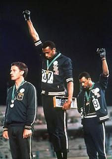 Curistoria - Curiosidades y anécdotas históricas: El blanco del podio negro de 1968