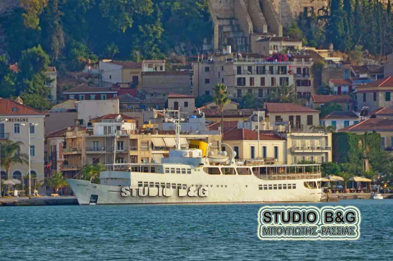 Το πλωτό μουσείο Νεράιδα στο λιμάνι του Ναυπλίου