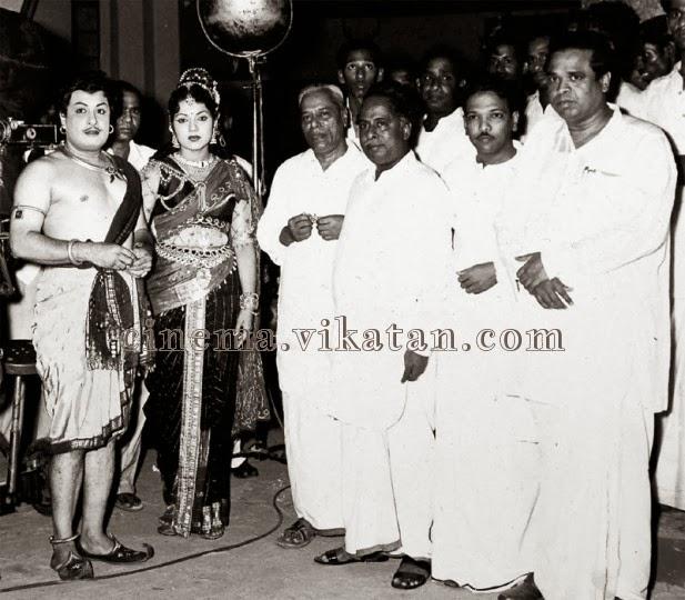 MGR with 'Arignar' Annadurai, 'Kalaignar' karunanithi & Actress Banumathi in 'Madurai Veeran' Shooting Spot
