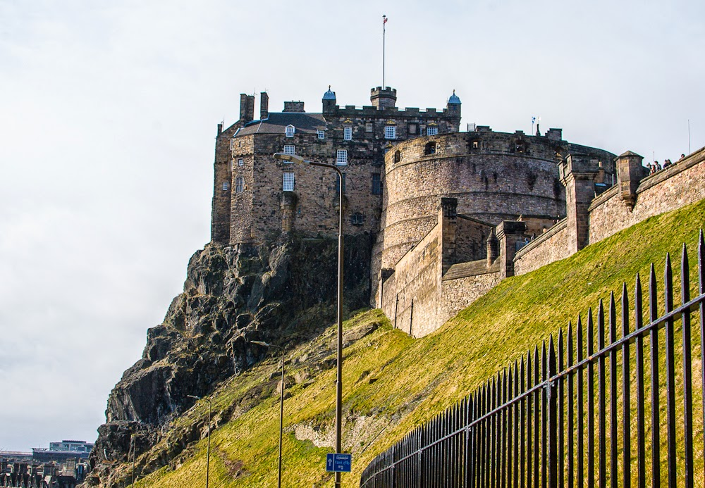 Edinburgh castle spending a day in edinburgh city