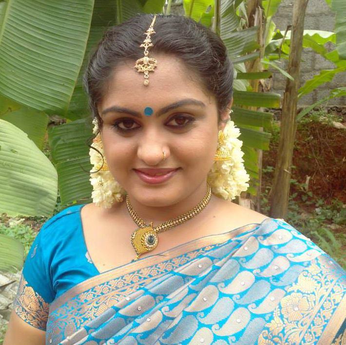 malayalam serial actress veena nair hot new photos in saree