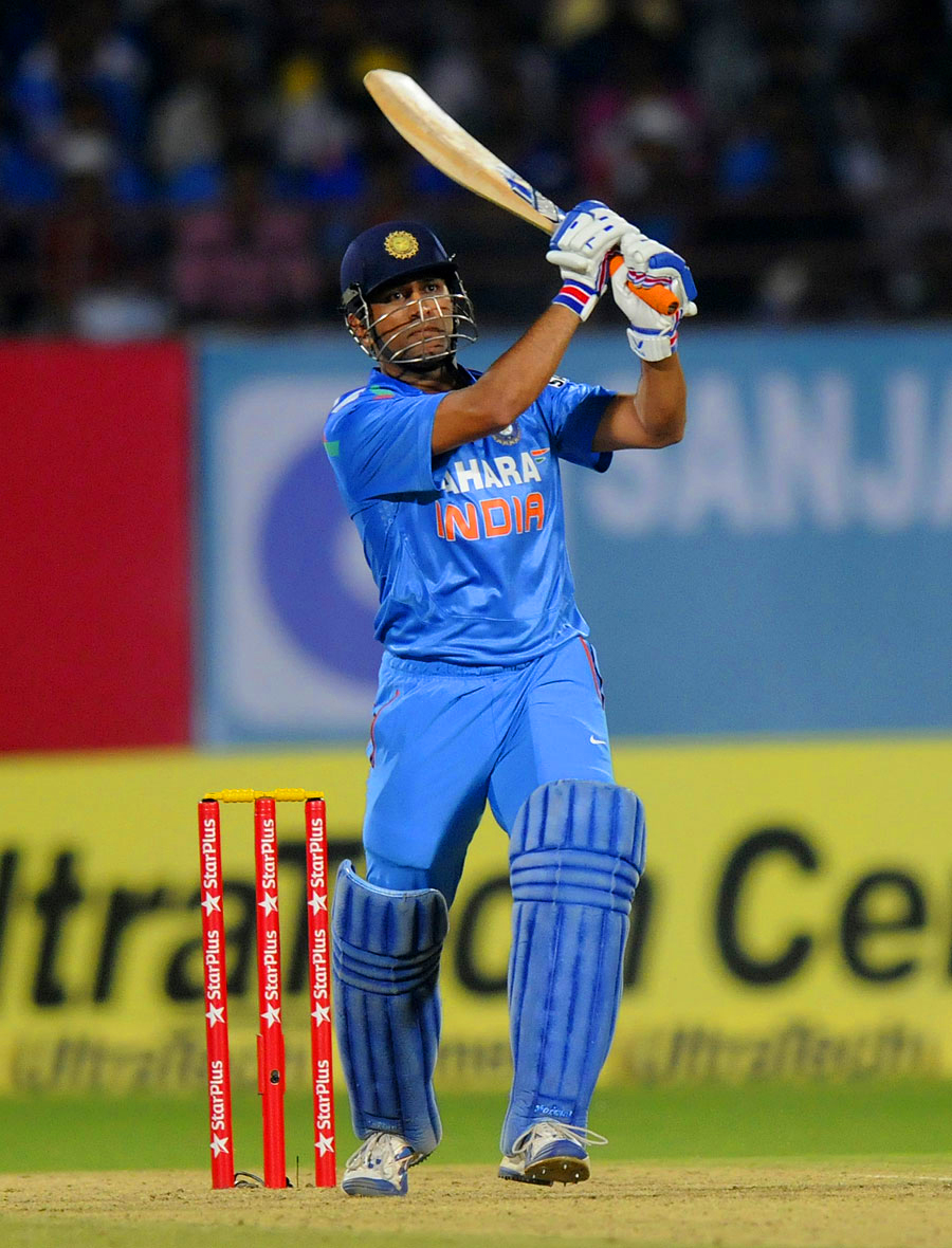 mahendra singh dhoni and brendon mccullum hd wallapers