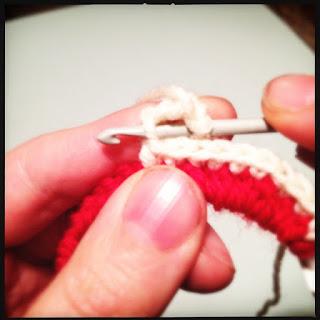 Hæklet telefonoplader/ledning. Tutorial trin 7. Picot stitch.