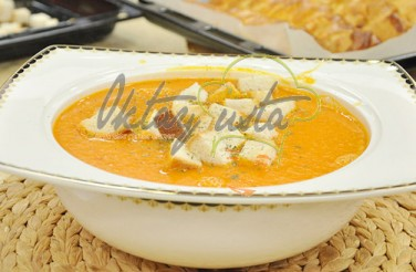 Kıtır Ekmekli Domates Çorbası Tarifi
