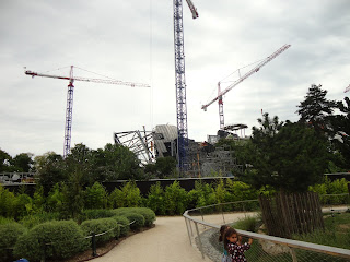 Louis Vuitton Foundation building being built