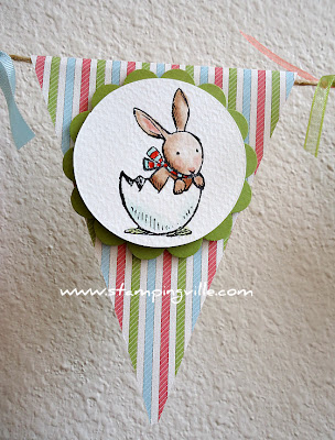 Bunny in Eggshell with Scallop Circle Frame