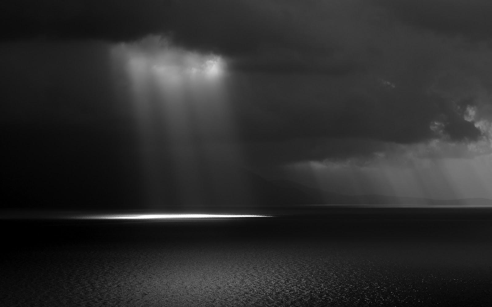 Wallpaper a day: shimmer of light on dark ocean wallpaper