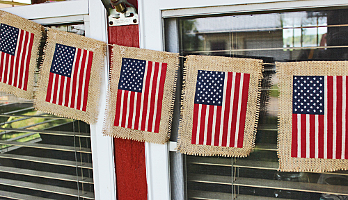 Last Minute DIY American Flag Banner With Burlap
