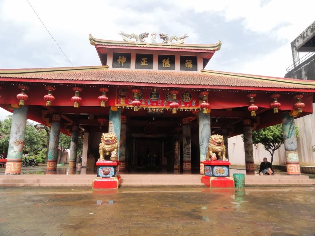Bangunan seperti pendopo di komplek Kelenteng Welahan, Jepara