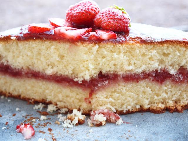 gateau au yaourt et confiture de fraises