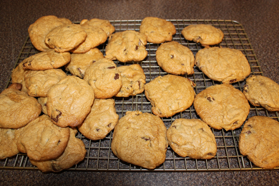 mohaus: Thick and Chewy Chocolate Chip Cookies