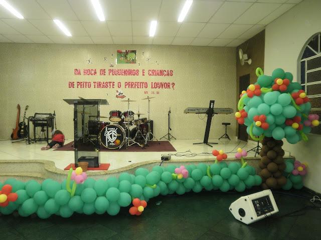 Educadores Crist u00e3os Sugest u00e3o de Ornamentaç u00e3o para festividade infantil -> Decoração De Igreja Evangelica Para Congresso Infantil