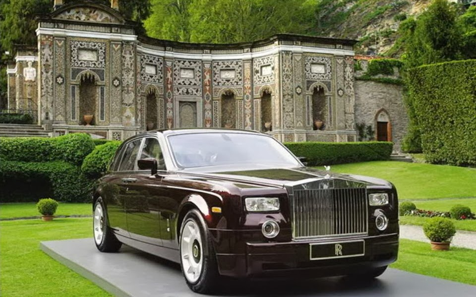 http://www.funmag.org/pictures-mag/automobile-mag/rolls-royce-phantom-photos/