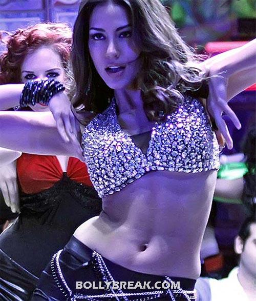 Mallika Haydon Navel in agent Vinod - (4) - Best Navel in Bollywood - Actresses with perfect Waistline