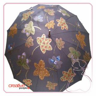 Paraguas pintado a mano por Sylvia Lopez Morant, modelo hojas en tono oscuro
