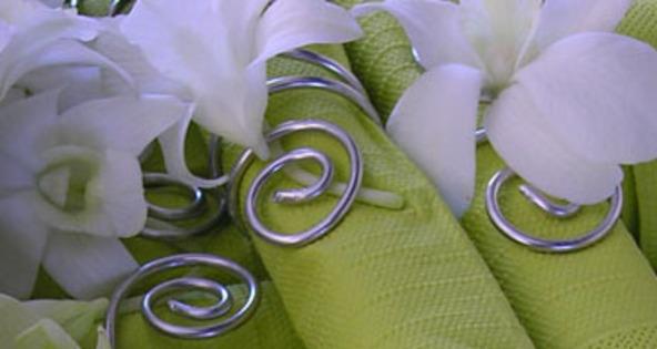 decoration serviettes de table avec des fleurs