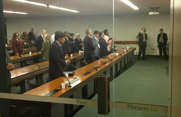 Bancada evangélica realizou no Plenário 2 da Câmara um culto religioso (Foto: Reprodução/Facebook)