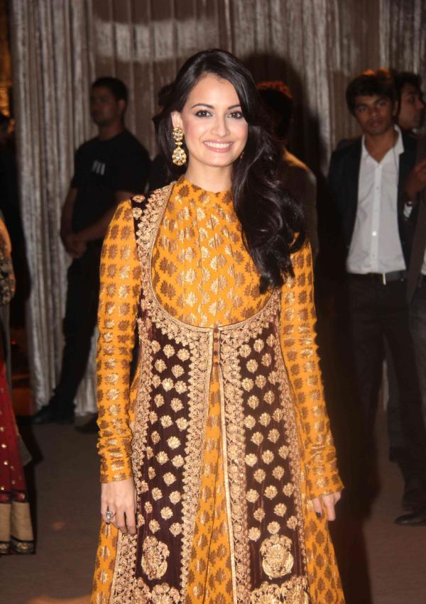 Dia Mirza yellow dress1 - Diya Mirza suit dress at Dheeraj Deshmukh Wedding Reception