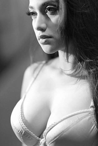 Foto Sarah Azhari Hot dan Fulgar