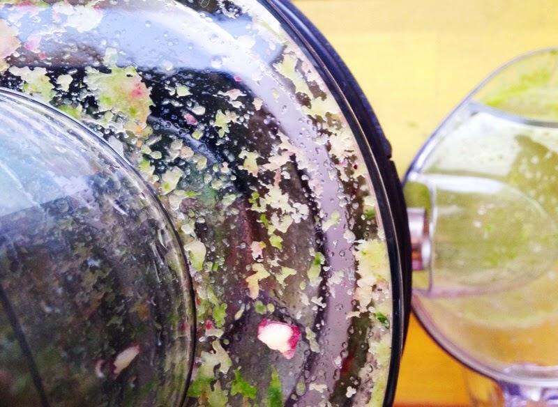 close up of VonShef 900w max fruit juicer
