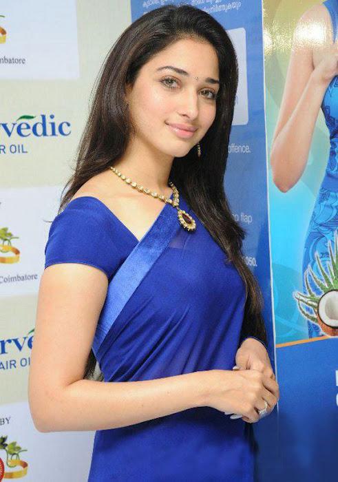 Tamannaa Bhatia - Stránka 3 Tammanah_Cute_in_Blue_saree_at_parshute_campaign+%282%29