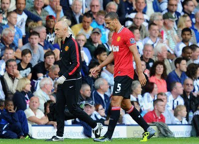 Manchester United have problems with Ferdinand and Vidic injuries