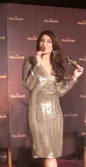 http://3.bp.blogspot.com/-O8ugGpTZVBA/Uv_nXt56R2I/AAAAAAAAk88/9VzT0kOrJ1c/s1600/Kareena+Kapoor+at+Magnum+Ice+Cream+Launch+(3).jpg