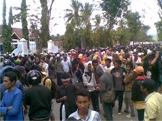 Tuntut Pembebasan Tahanan Warga Lambu Demo Bupati Bima