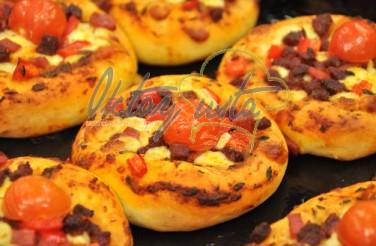 Oktay Usta Sucuklu Salamlı Pizza Poğaça Tarifi Yeşil Elma