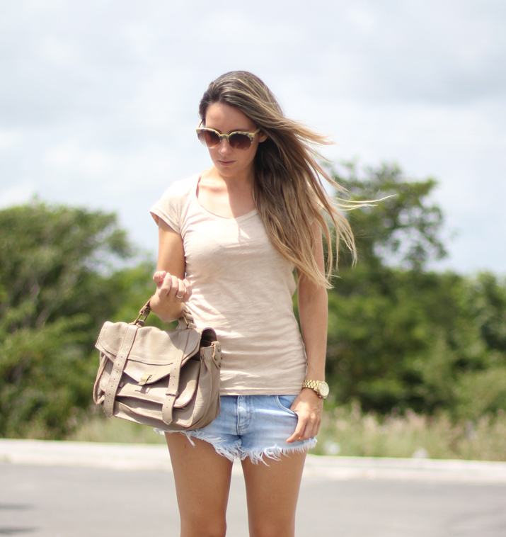 Beige outfit fashion blogger with shorts