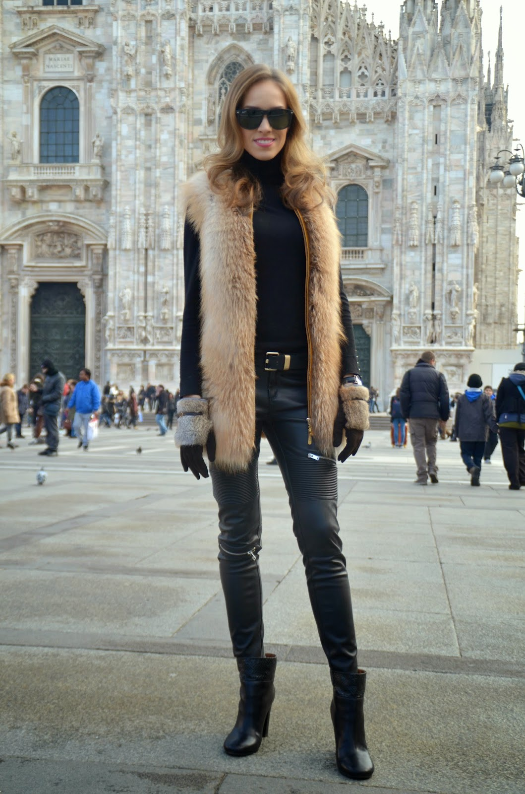 piazza-del-duomo-outfit-fur-vest-leather-pants-black kristjaana mere