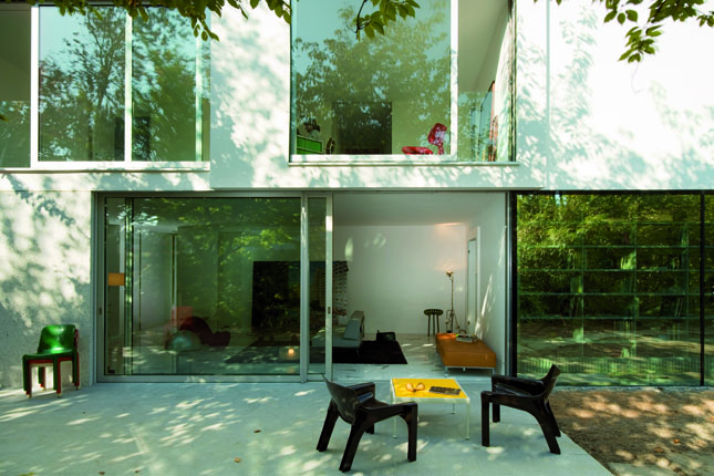 Terrace and a few chairs of The L House by Philippe Stuebi Architekten GMBH