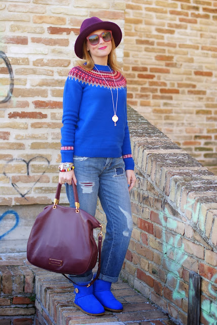 UGG bassi bottone blu, fair isle jumper, Asos distressed jeans, Ecua-Andino hat, Fashion and Cookies, fashion blogger