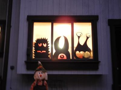 Reciclatex 6 Cuenta atrás para Halloween 2013, decoración de monstruos en las ventanas