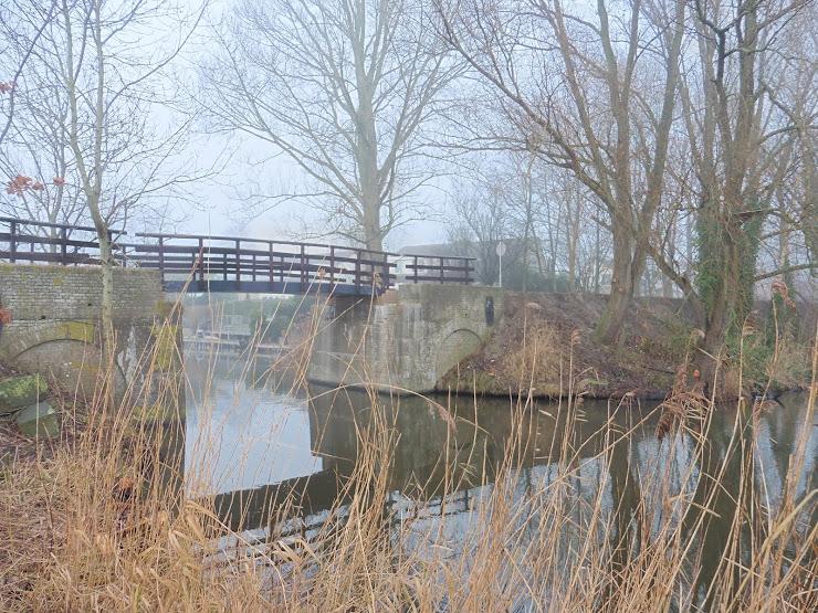 Nieuwe spoorpad-brug over de Stienzer Feart