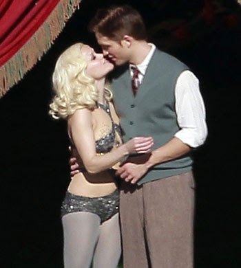 Reese Witherspoon Kissing Pics