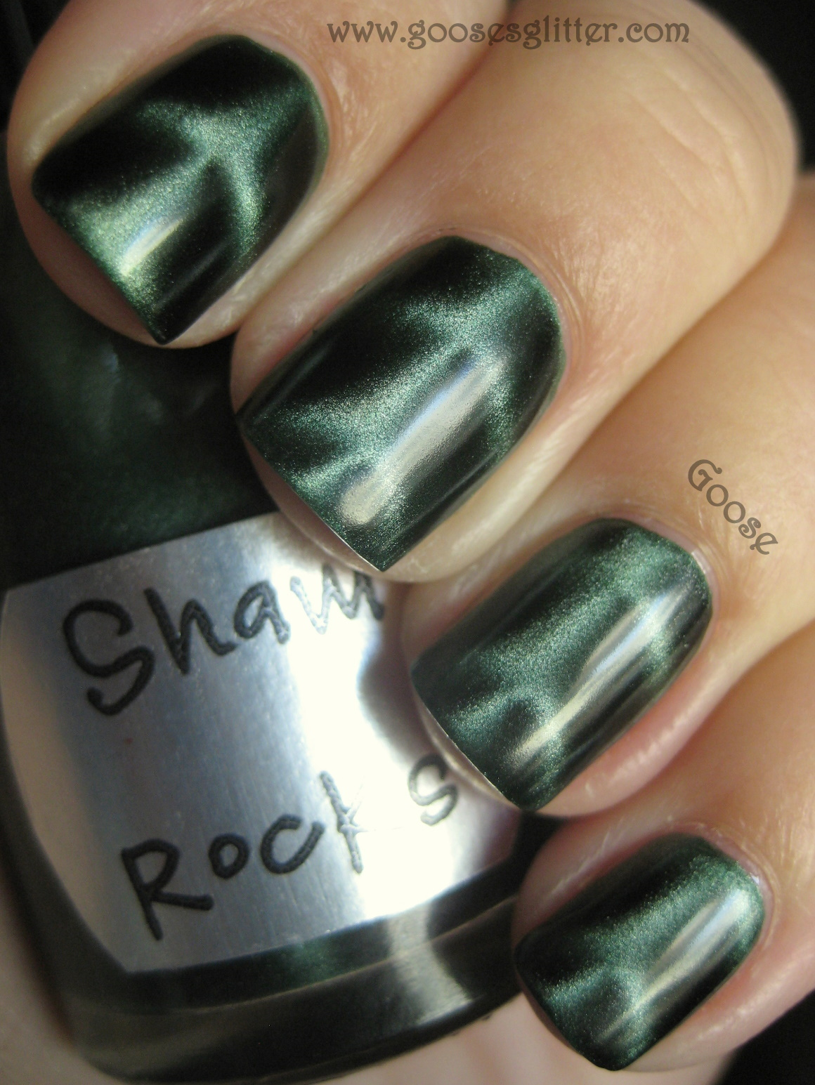 Goose\'s Glitter: You Mix Cosmetics Magnetic Polishes