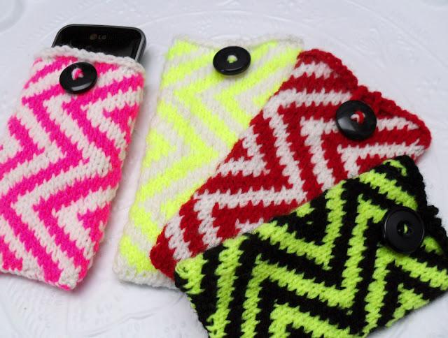 Chevron Zig Zag Knitting Pattern : Miss minoes chevron phone cosy knitting pattern