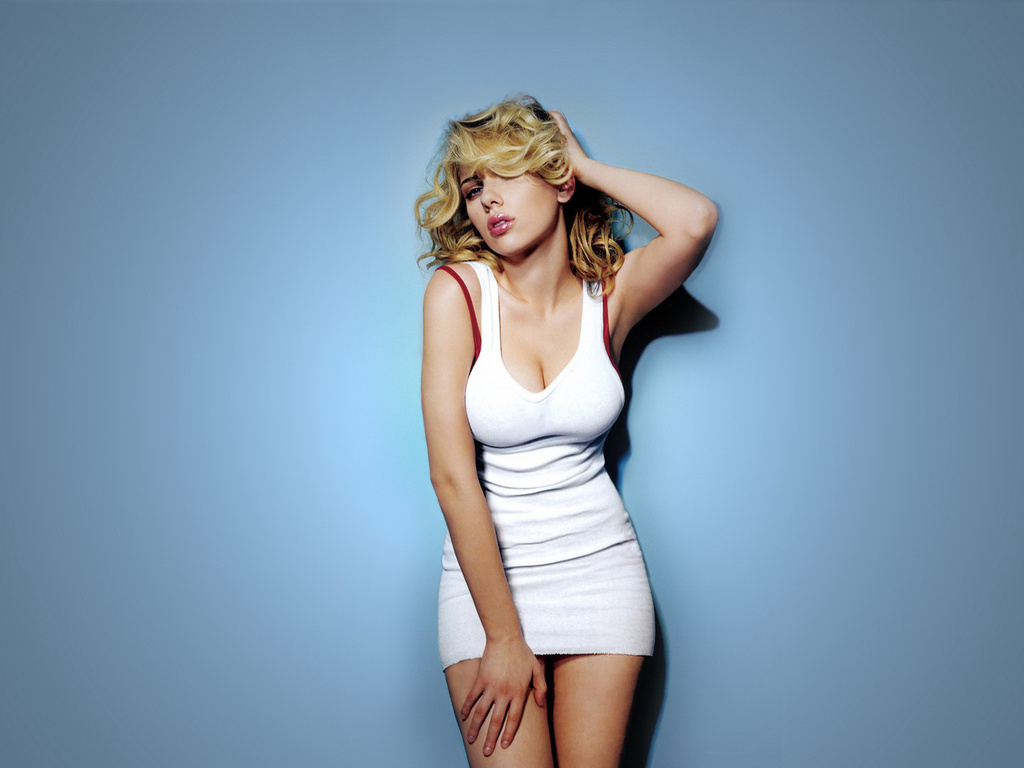 And Pics Scarlett Johansson Hot