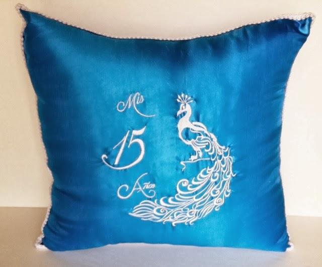 detalles todo party  pavorreal mis 15 anos big pillow