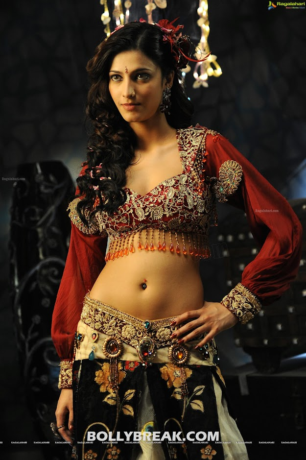 Shruti Haasan hot Navel Show