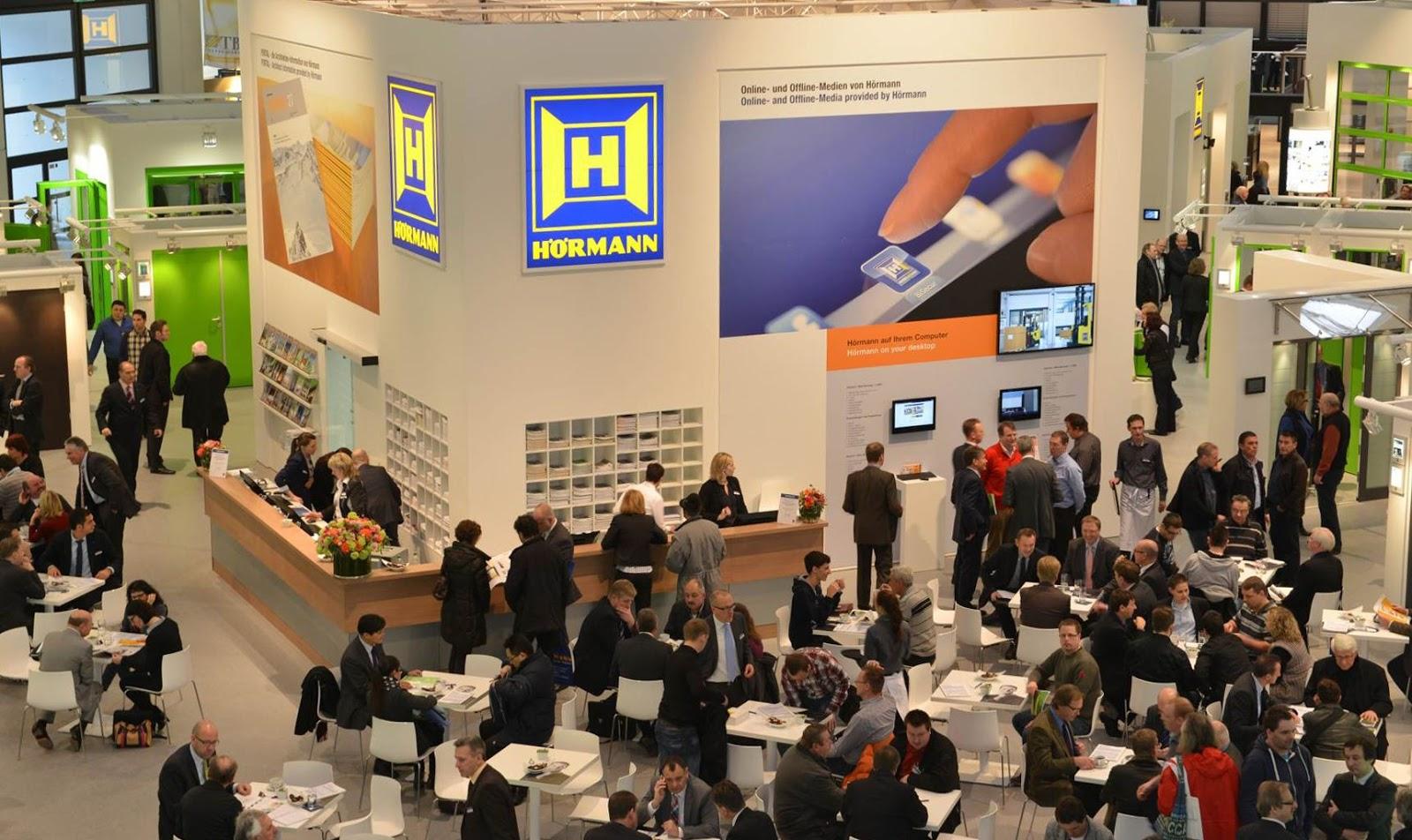 """Mit mehr als 1.300 qm Fläche präsentierte Hörmann auf dem zweit größten Messestand der BAU 2013 zahlreiche Produktinnovationen unter dem Motto """"Wir denken grün""""."""