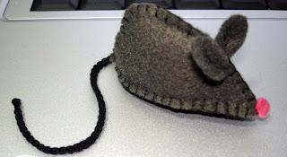 Ratinho de feltro - passo a passo e molde