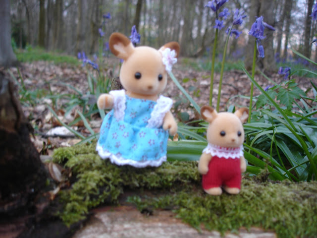 Sylvanian Families Buckley Red Deer Sister & Baby in the Bluebell Woods