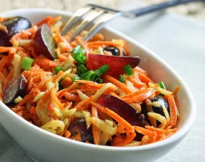 Salada de Cenoura com Maçã e Uva (vegana)