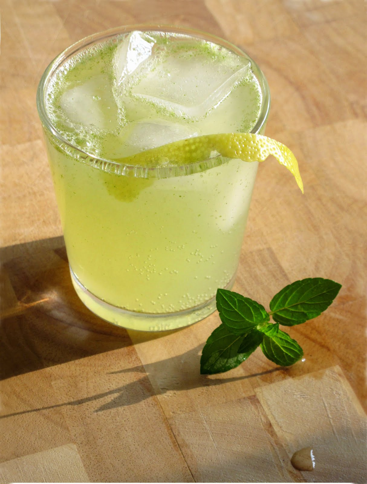 Hunger and Sauce: Fresh mint lemonade