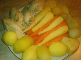 carne si legume fierte pentru salata boeuf, ingrediente pentru salata boeuf, carne fiarta, legume fierte, retete de mancare, reteta salata de boeuf, retete salata de boeuf,