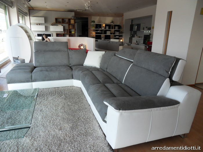 - Crea il tuo divano ...