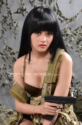 Foto Model Cantik, Sexy, Dan Hot Majalah Popular, Gladysta - Ada Yang Asik